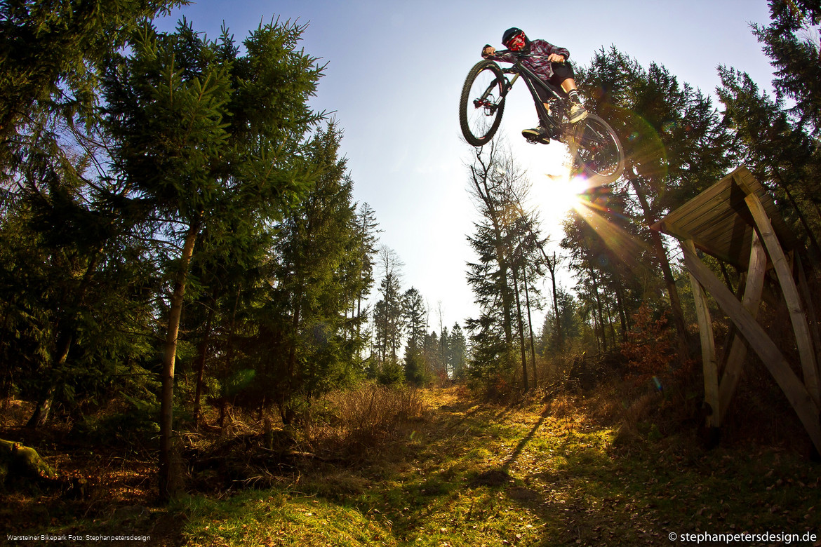 Mountainbiker im Warsteiner Bikepark Foto: Stephanpetersdesign